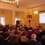 Wiceminister Marek Tombarkiewicz zwraca sie do uczestników seminarium
